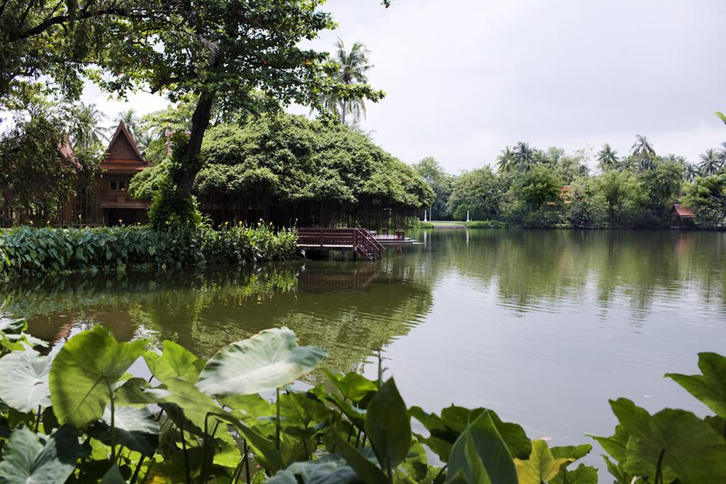Traditional Thai Hospitality riverside accommodation Nakon Pathom